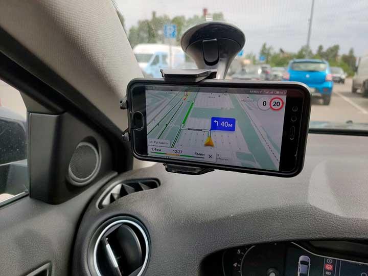 Телефон греется в машине на солнце и без — что делать?
